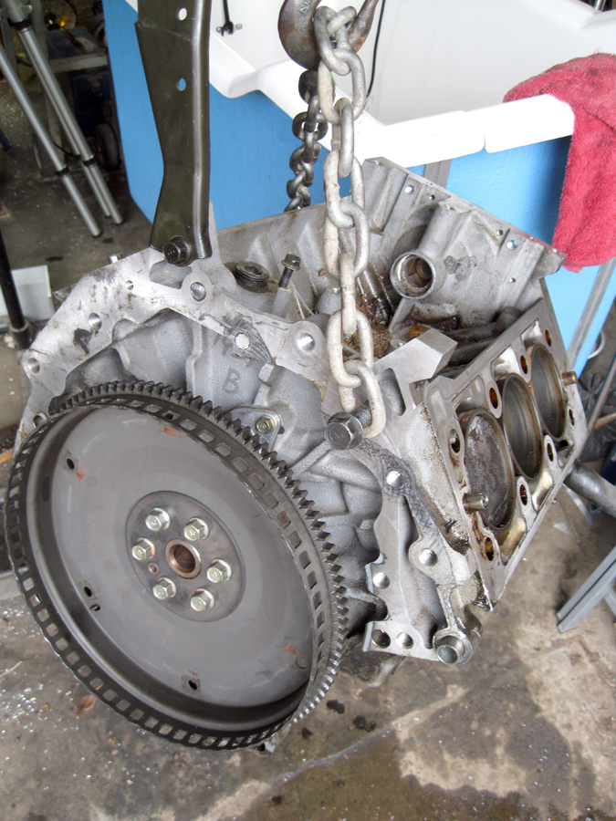 Carnival 2.5L engine removal - Kia Forum