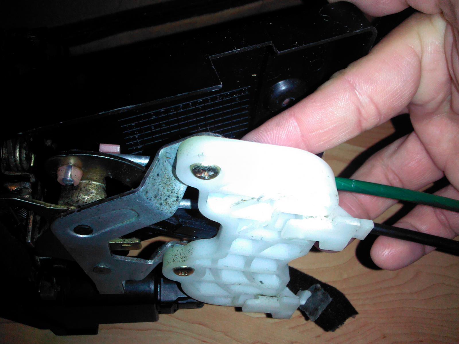 Broken cable on door handle - Kia Forum