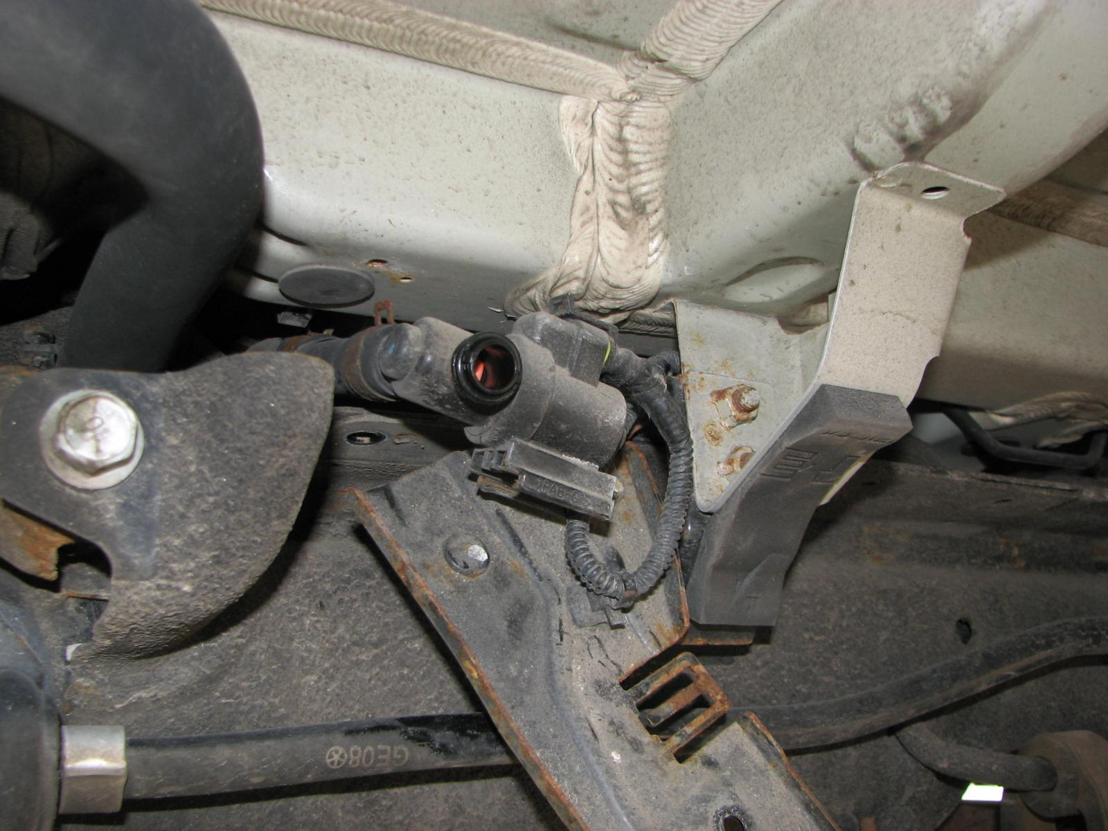 Starter Location 2005 Honda Crv also R56 Fuel Filter Replacement as well 1989 Jeep Cherokee Wiring Diagram besides Sequoia Fuel Filter Location moreover Nissan Throttle Control Motor Relay Location. on kia sedona fuel tank wiring diagram