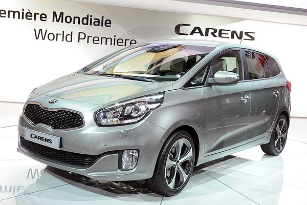 Rondo 2013-paris-2013-kia-carens-2-.jpg