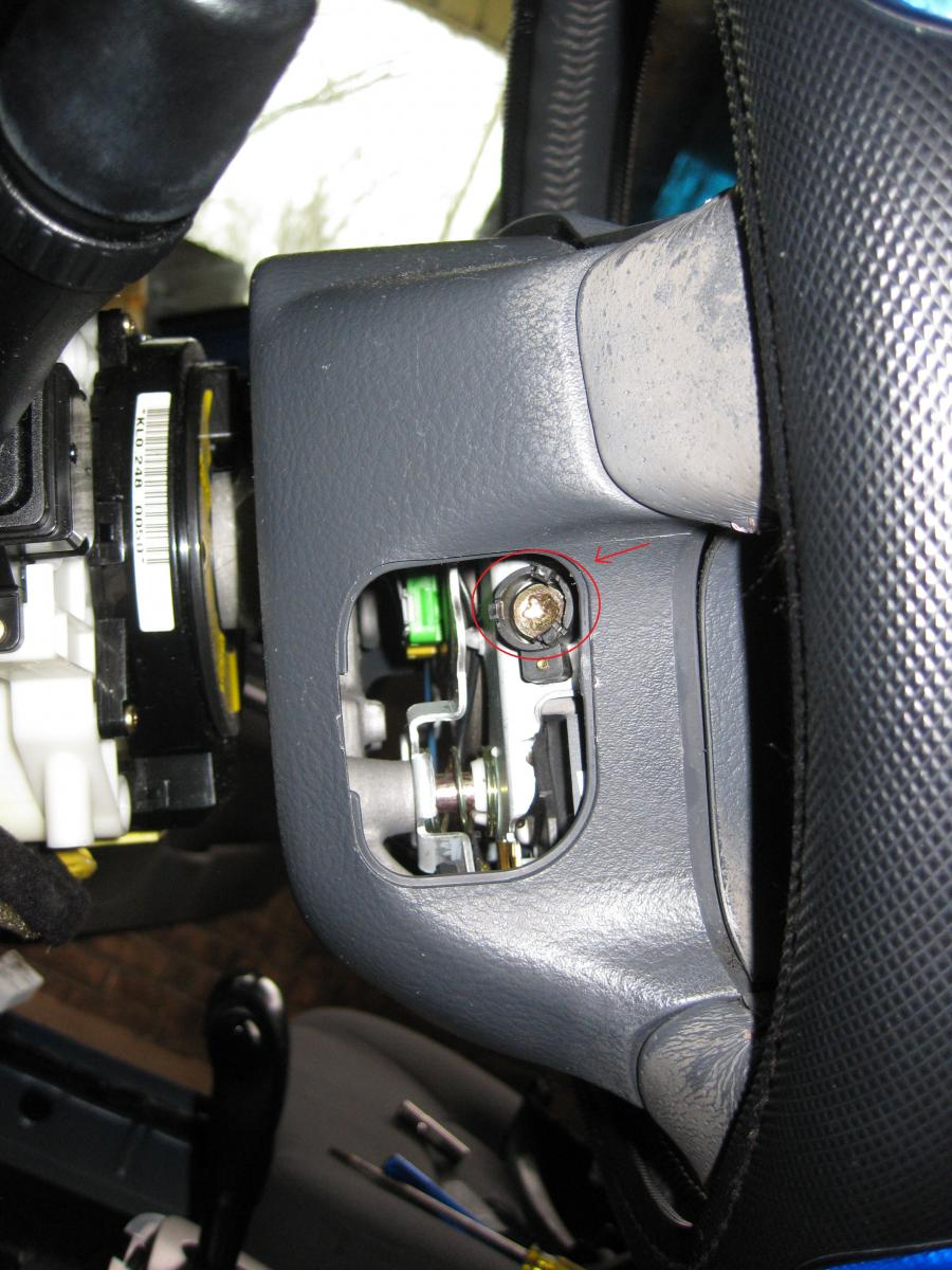 D Spectra Removing Driver Airbag Module Side L on 2005 Kia Sorento