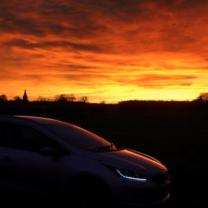 Kia cee'd Sportswagon against the sunset