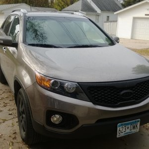 2011 Sorento (Black Rims & Grill Surround)
